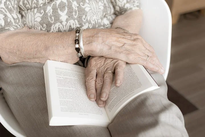 Vorlesebücher für Senioren und Menschen mit Demenz